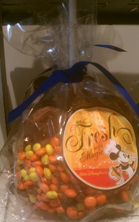 Disney Goofy Candy Co - Caramel Apple - Reese's Pieces